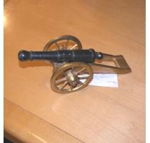 Petit canon en bronze