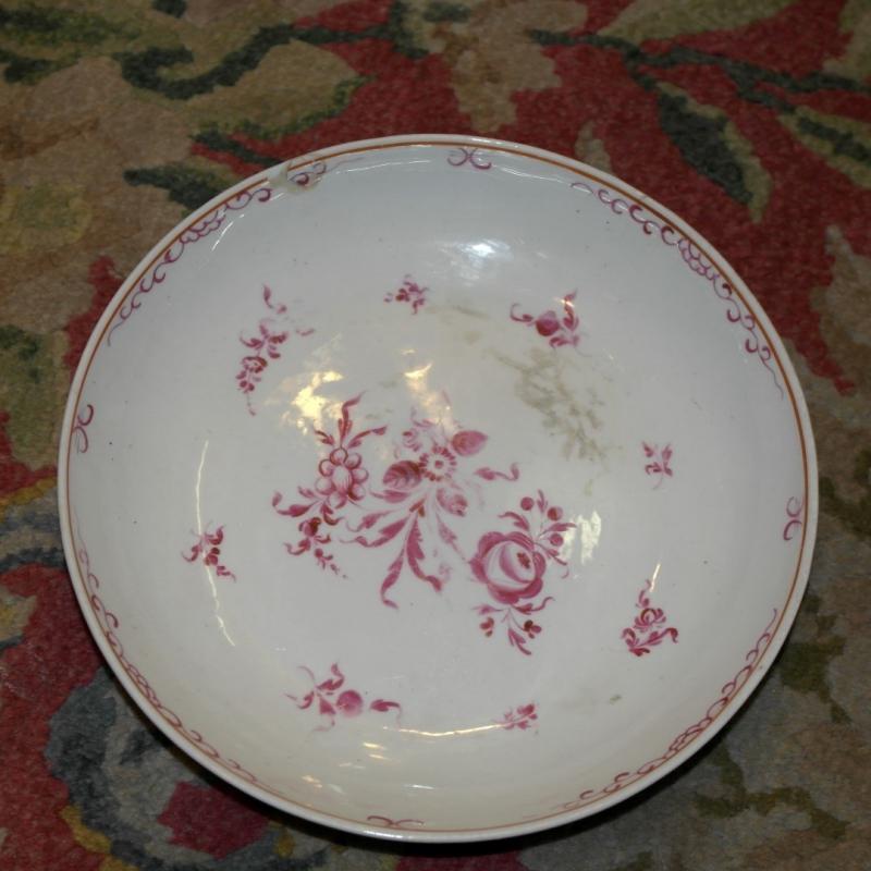 Assiette porcelaine d cor rose creuse sur moinat sa for Decoration sur porcelaine