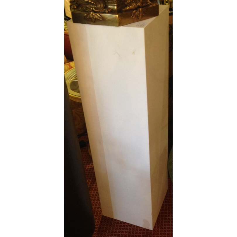Colonne en bois peint blanc