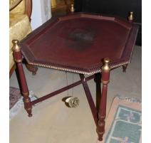 Table basse-plateau en tôle rouge décor