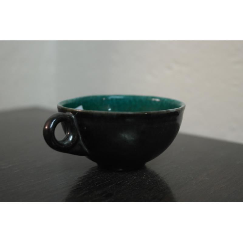 Faience Vert Bouteille : Tasse de bonifas faïence vert sur moinat sa antiquités