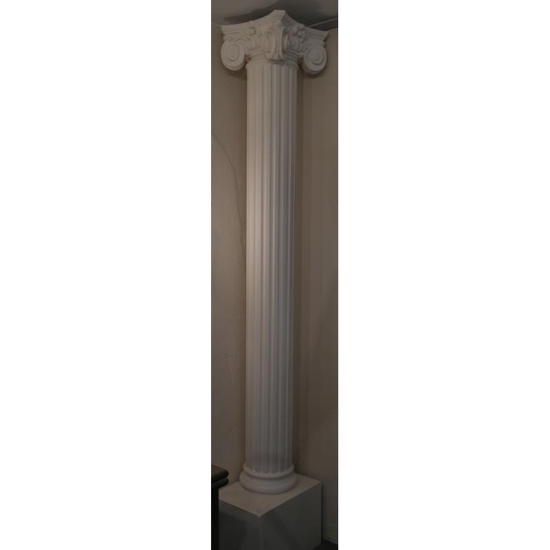 Colonne avec chapiteau en pl tre sur moinat sa for Colonne platre decor