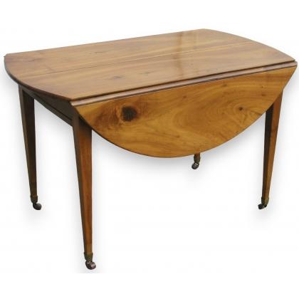 Table Directoire sur roulettes.