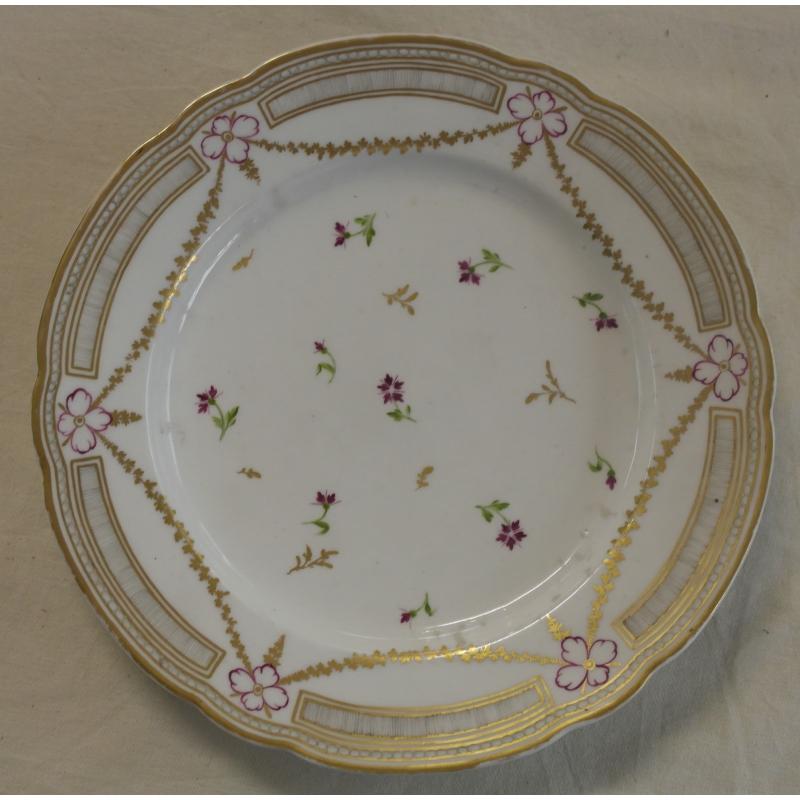 Assiette en porcelaine de nyon d cor sur moinat sa for Decoration sur porcelaine