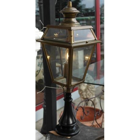 lanterne en laiton toit vitr pied en sur moinat sa antiquit s d coration. Black Bedroom Furniture Sets. Home Design Ideas