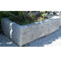 Bassin rectangulaire en pierre