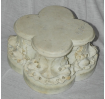 Élément de colonne en marbre blanc