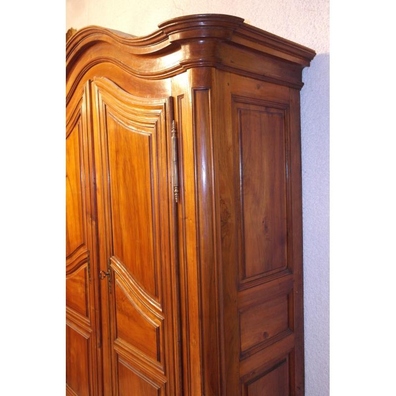 armoire chapeau de gendarme sur moinat sa antiquit s. Black Bedroom Furniture Sets. Home Design Ideas