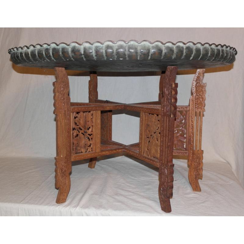 table orientale avec plateau en cuivre sur moinat sa antiquit s d coration. Black Bedroom Furniture Sets. Home Design Ideas