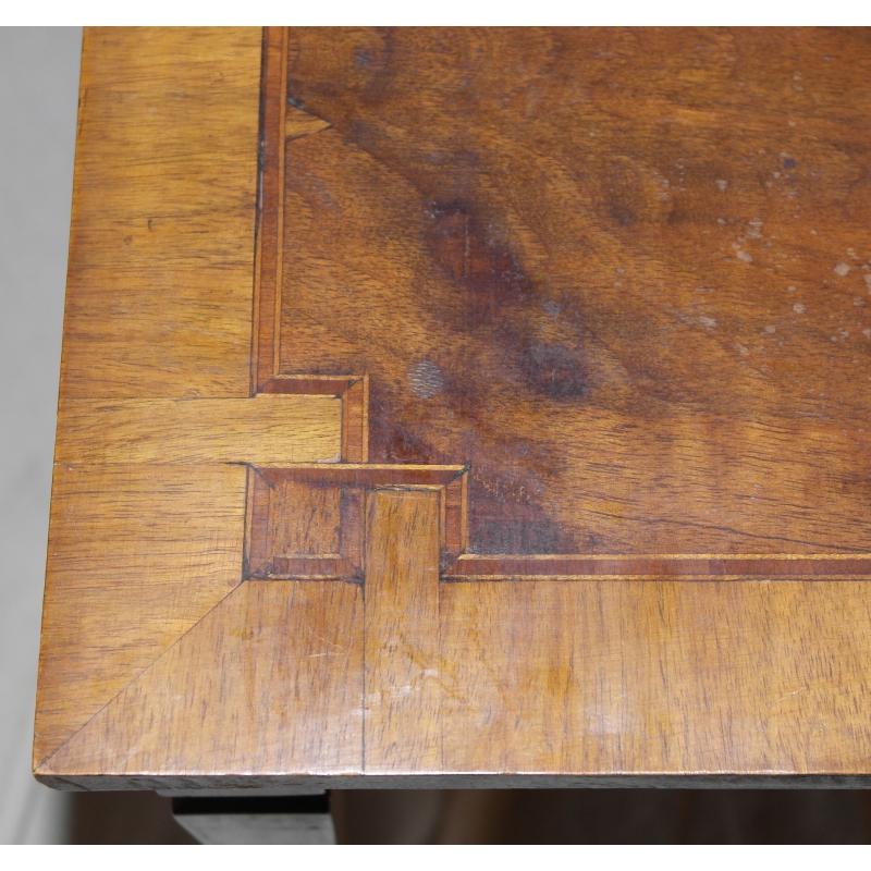 petite table carr e avec filet de sur moinat sa. Black Bedroom Furniture Sets. Home Design Ideas