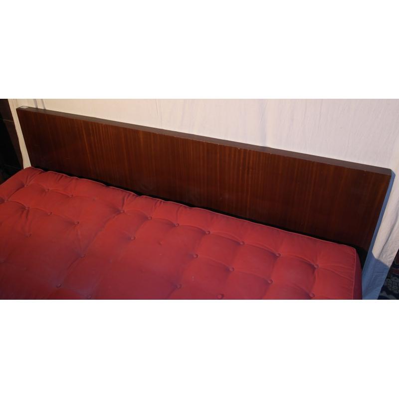 banquette canap art d co en tissu rouge sur moinat sa antiquit s d coration. Black Bedroom Furniture Sets. Home Design Ideas