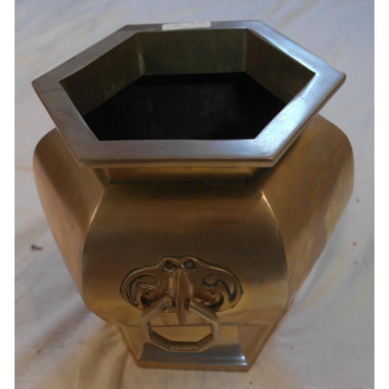 cache pot hexagonal dor poign e sur moinat sa antiquit s d coration. Black Bedroom Furniture Sets. Home Design Ideas