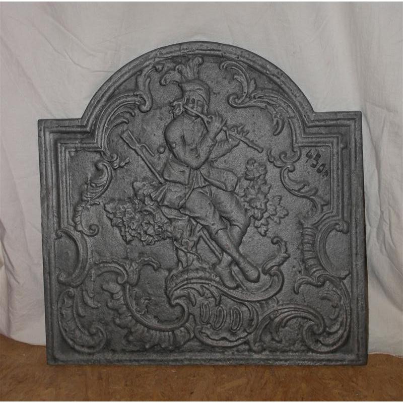 plaque de chemin e en fonte flutiste sur moinat sa antiquit s d coration. Black Bedroom Furniture Sets. Home Design Ideas