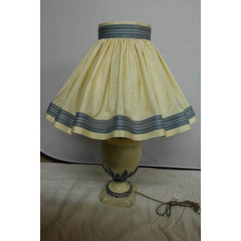 lampe beige et bleu sur moinat sa antiquit s d coration. Black Bedroom Furniture Sets. Home Design Ideas