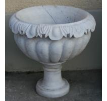 Urne en marbre blanc sculptées