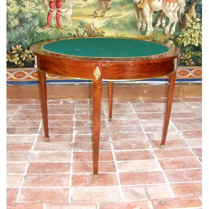 Table à jeux ronde en acajou, dessus feutre.
