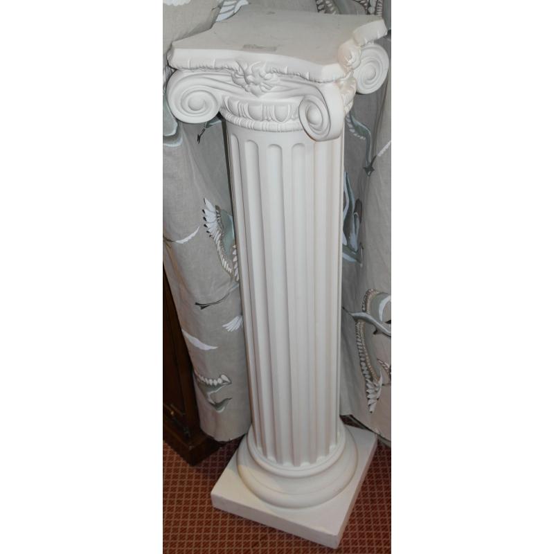 colonne en pl tre avec chapiteau sur moinat sa antiquit s d coration. Black Bedroom Furniture Sets. Home Design Ideas