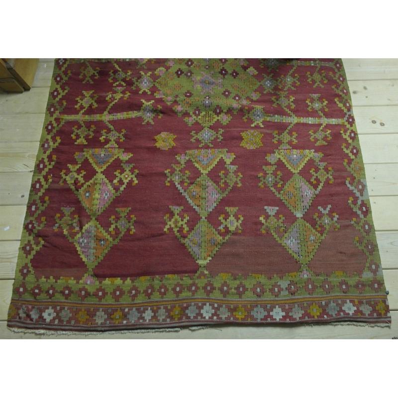 tapis kilim sur moinat sa antiquit s d coration. Black Bedroom Furniture Sets. Home Design Ideas