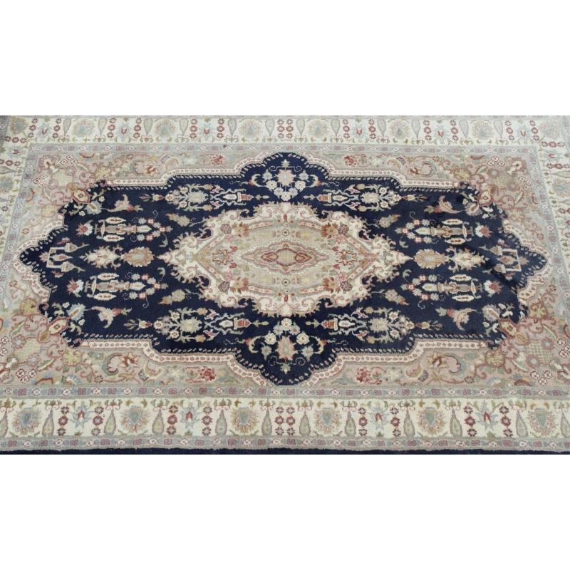 tapis persan beige et bleu sur moinat sa antiquit s d coration. Black Bedroom Furniture Sets. Home Design Ideas