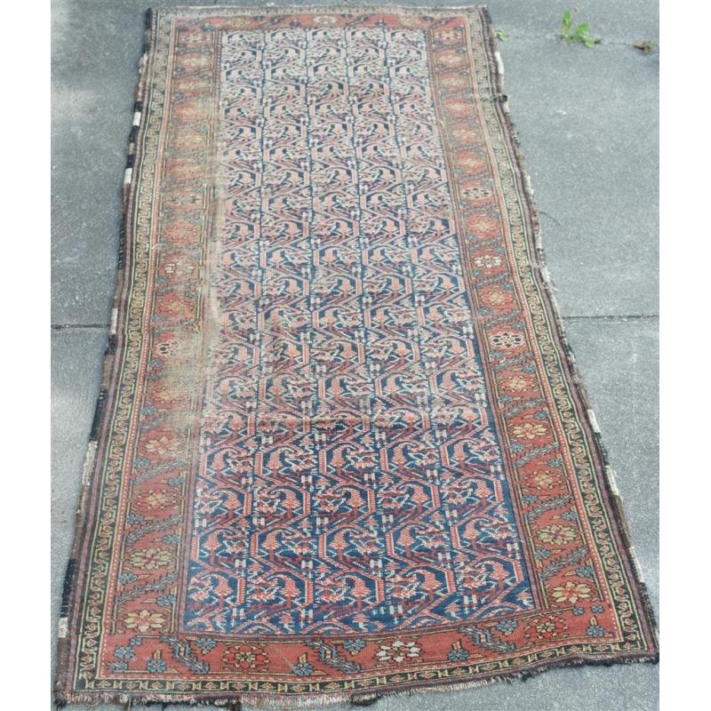 tapis persan sur moinat sa antiquit s d coration. Black Bedroom Furniture Sets. Home Design Ideas