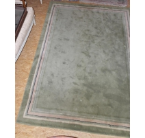 Teppich mit grünem rand rose