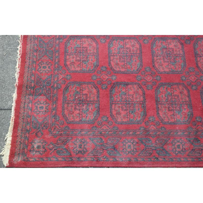 tapis rouge sur moinat sa antiquit s d coration. Black Bedroom Furniture Sets. Home Design Ideas