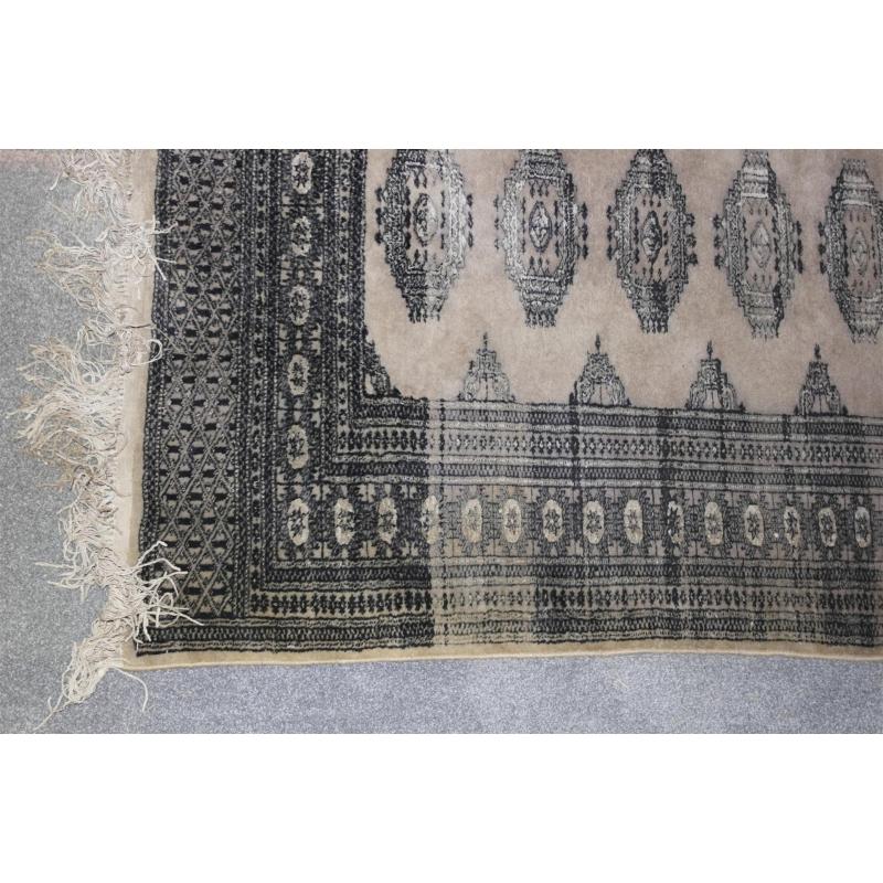Teppich Boden In Beige Und Grau Dekor Moinat Sa Antiquites