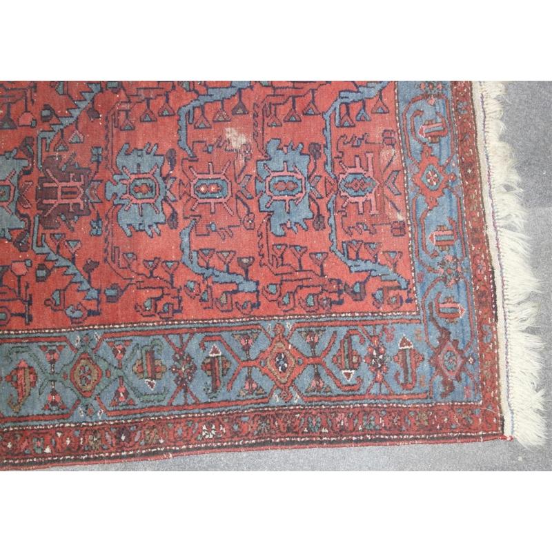 tapis fond rouge sur moinat sa antiquit s d coration. Black Bedroom Furniture Sets. Home Design Ideas