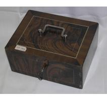Caja fuerte, plancha de madera pintadas en efecto,