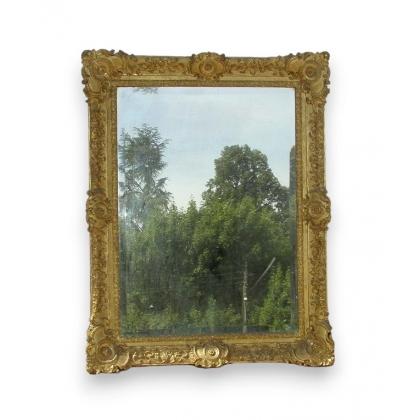 Miroir Regence sculpté et doré.