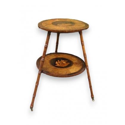 Petite table ronde marquetée.
