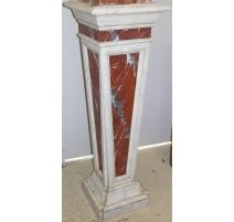 Stele aus lackiertem holz faux marmor weiß