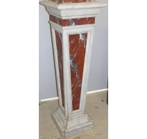 Stele in lacquered wood faux marble, white