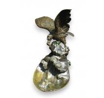 """Bronze de """"Condor et crabe"""", signé POTET."""