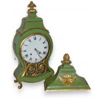 Reloj de Neuchâtel pintado de verde con