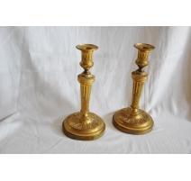 Paire de bougeoirs Louis XVI en bronze