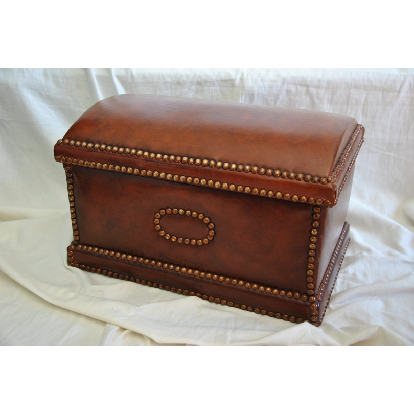 coffre recouvert en cuir brun fonc sur moinat sa antiquit s d coration. Black Bedroom Furniture Sets. Home Design Ideas