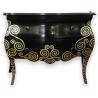 Commode galbée laquée noir avec décor argenté