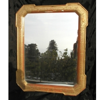 Mirror with frame in gilded wood.