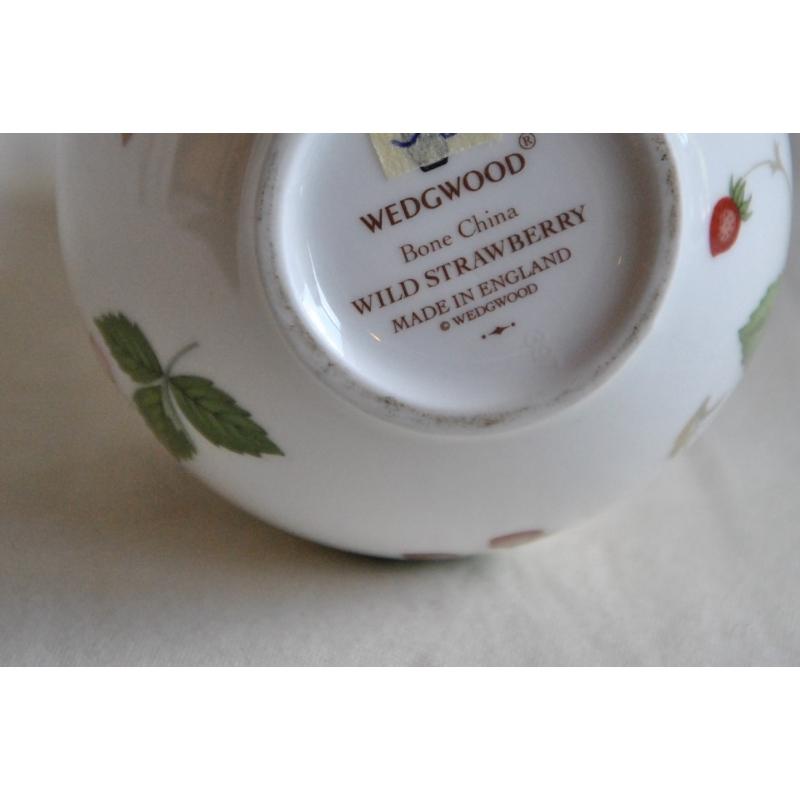 Vintage Wedgewood Bone China Bud Vase Wild Strawberry Pattern Made In England