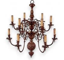 Lustre style Louis XIII avec 12 bras de lumières.