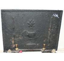 Plaque de cheminée en fonte datée 1799