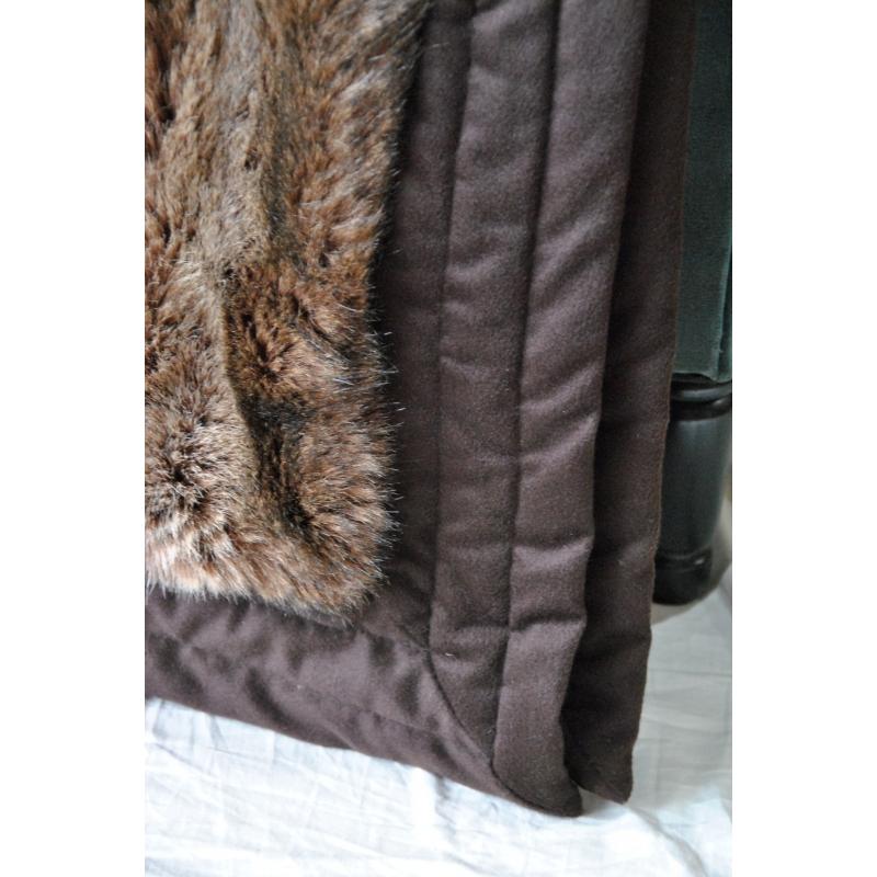 plaid en fausse fourrure matarol sur moinat sa antiquit s d coration. Black Bedroom Furniture Sets. Home Design Ideas