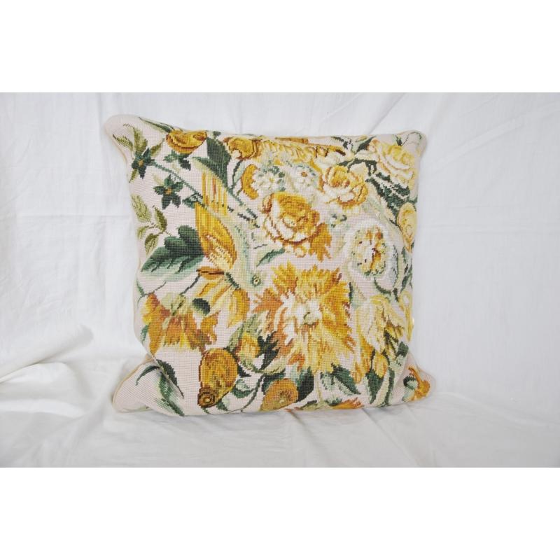 coussin en tapisserie pivoines jaunes sur moinat sa antiquit s d coration. Black Bedroom Furniture Sets. Home Design Ideas