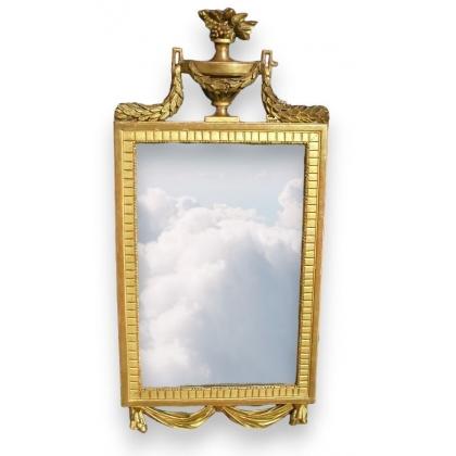 """Miroir Louis XVI avec fronton """"Cassolette""""."""