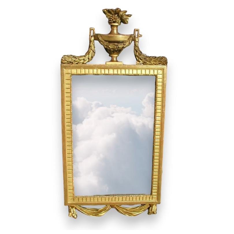 Miroir Louis XVI avec fronton  Cassolette .