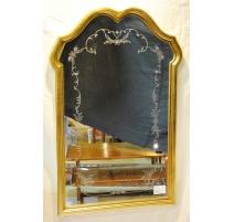 Miroir style Louis XV en bois doré et