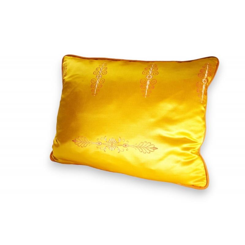 coussin directoire en soie jaune sur moinat sa. Black Bedroom Furniture Sets. Home Design Ideas