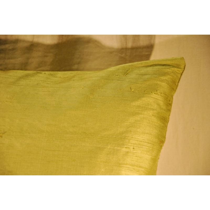 coussin en soie sauvage verte sur moinat sa antiquit s. Black Bedroom Furniture Sets. Home Design Ideas
