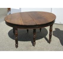 Table de salle à manger ovale à 6 pieds ronds.
